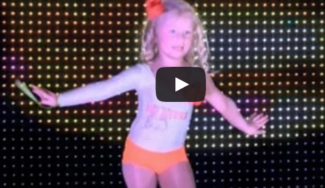 dziewczynki konkursy piękności uroda miss dziecko erotyka seksualizacja