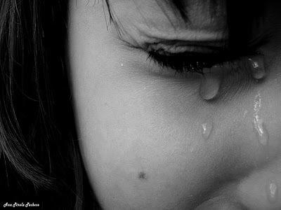 płacząca dziewczynka przemoc seksualna małżeństwo gwałt Jordania