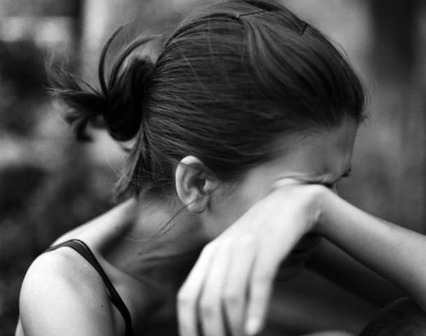 Płacząca kobieta Irlandia gwałt ciąża aborcja