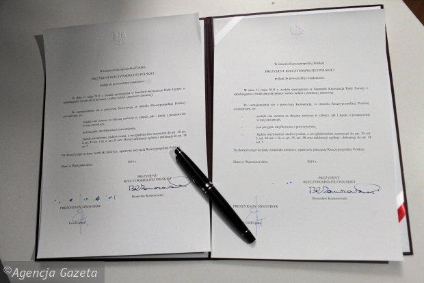 Podpisana przez Bronisława Komorowskiego konwencja (Fot. Krzysztof Miller / Agencja Gazeta)