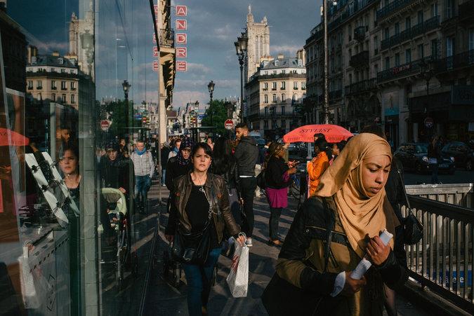 Francuskie Muzułmanki twierdzą, że ciągłe dyskusje o zakazie noszenia chust zrobiły z nich cel przemocy i dyskryminacji.